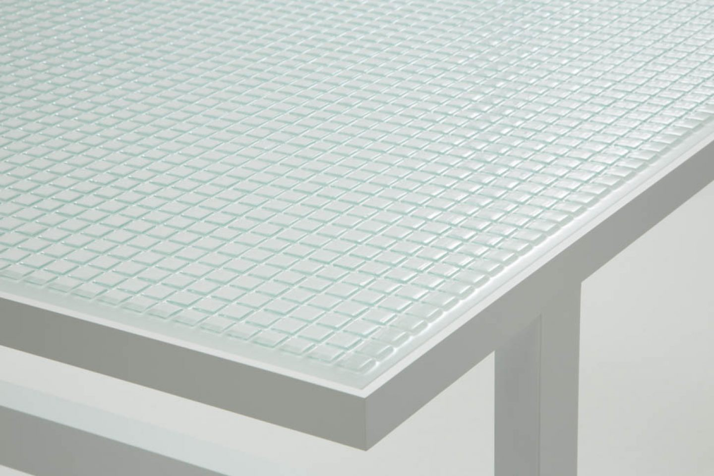 Dilmos-mosaic-glass-table03